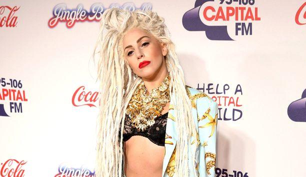 Lady Gagan musiikkivideon kuvauksiin tuotiin myös vauvakenguru ja vuohi, mutta niitä ei kuvattu videolle.