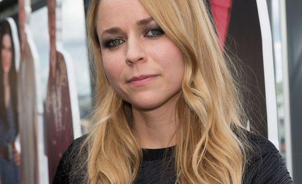 Paula Vesala jännittää ensi perjantain Vain elämää -jaksossa Koivuniemelle esiintymistä.