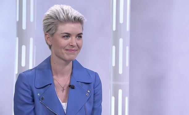 """Ex-kansanedustaja Susanna Koski kertoo, ettei hänen mahdollisessa ehdokkuudessaan oli kyse hänestä itsestään """"vielä pitkään aikaan"""", vaan kokoomuksesta, jonka linjaa pitää Kosken mukaan kirkastaa."""