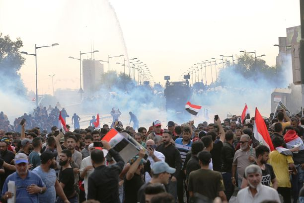 Yhteenotot mielenosoittajien ja armeijan välillä ovat äityneet väkivaltaisiksi.