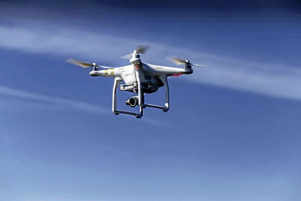 Dronet voivat aiheuttaa vakavia vahinkoja lentokoneille. Kuvituskuva.