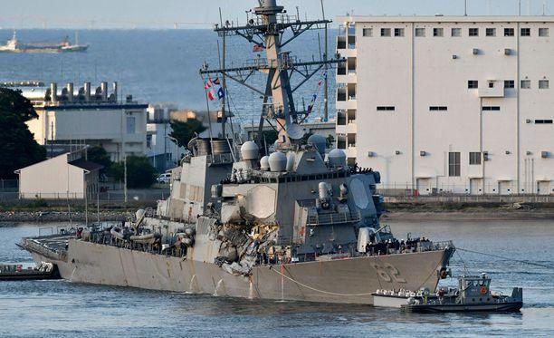 Sotalaivan törmäyksessä kadonneet miehistön jäsenet löydettiin kuolleena laivan saapuessa Yokosukan satamaan Japanissa.