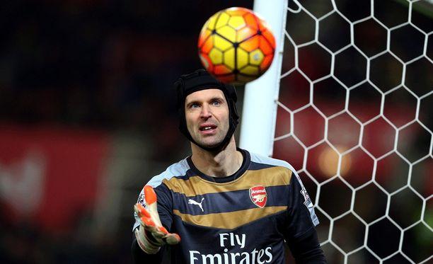 Petr Cechia tarvittiin pelastamaan Arsenalille edes tasapelipiste.