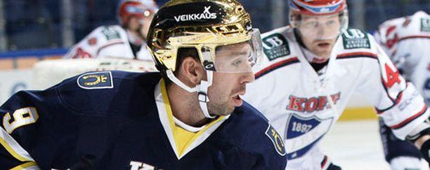 Stefano Giliati jatkaa uraansa KHL:ssä.