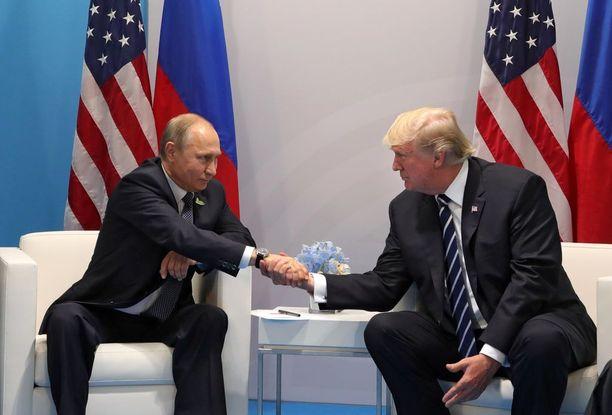 Vladimir Putin ja Donald Trump tapasivat ensimmäistä kertaa 7. heinäkuuta Hampurissa.