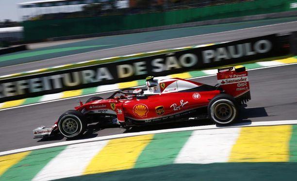 Kimi Räikkönen selvitti tiensä helposti aika-ajon toiseen osaan.