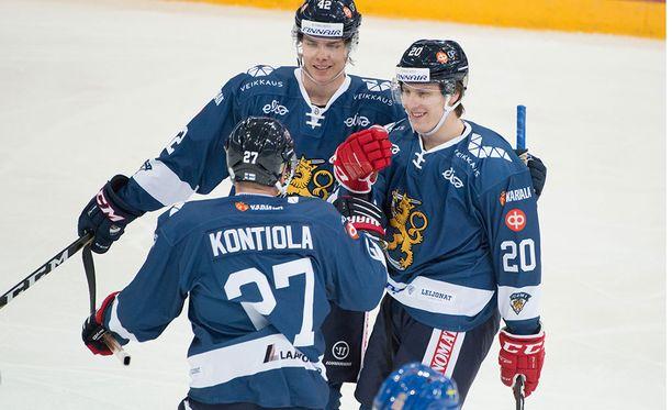 Eeli Tolvanen (oikealla) oli mukana Leijonien kahdessa ensimmäisessä maalissa.