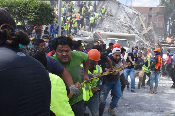 Pelastustöihin osallistui lukematon määrä tavallisia ihmisiä.