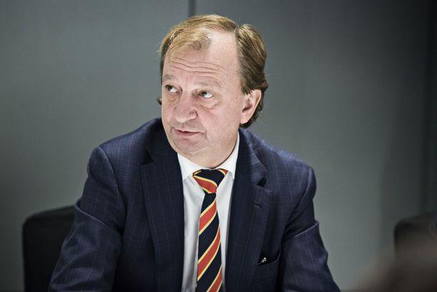 """Kokoomuksesta eronnut kansanedustaja Harry """"Hjallis"""" Harkimo aikoo luopua KHL-seura Jokereista ja keskittyä jatkossa poliittiseen vaikuttamiseen."""