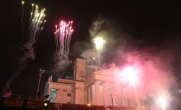Vuodenvaihdetta juhlistettiin Helsingissä viime vuonna ilotulittein.