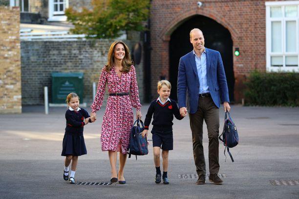 Nähtäväksi jää, ehtivätkö herttuatar Catherine ja prinssi William valvoa lastensa kotiopiskelua, vai onko siitä vastuussa perheen lastenhoitaja.