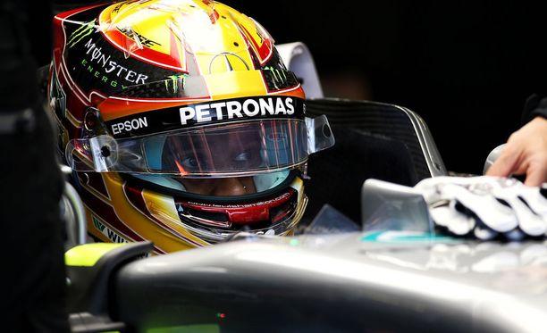 Lewis Hamilton on aloittanut GP-viikonlopun todella vakuuttavasti.