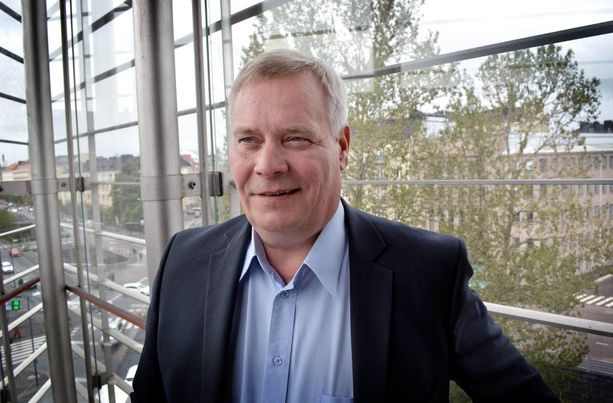Antti Rinteen mukaan rasistiset katupartiot lisäävät turvattomuutta ja pelkoa.