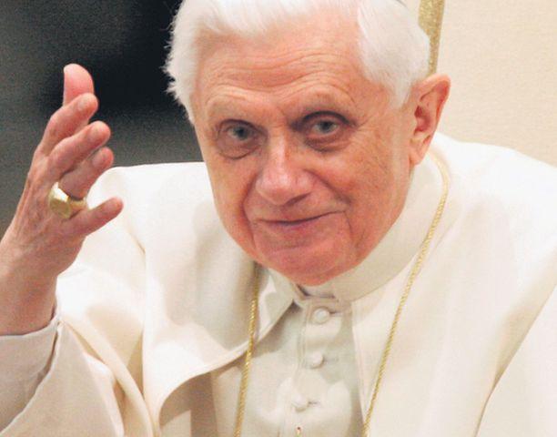 AUKTORITEETTI Paavin sanalla on painoarvoa, sillä maailmassa on yli miljardi katolista.