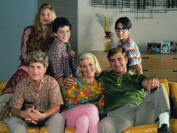 Sarjan näyttelijäkaartia. Kuvassa   Alley Mills, (vas.) Fred Savage, Josh Saviano, Jason Hervey, Olivia D'Abo ja Dan Lauria.