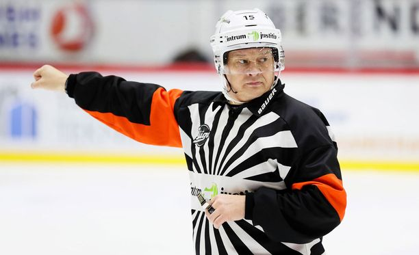 Jari Levonen tuomitsi 800:nnessa SM-liigaottelussaan.
