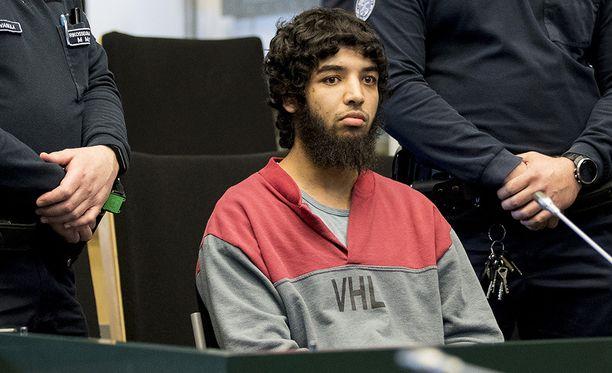 Turun puukottaja Abderrahman Bouanane hermostui oikeudessa todistajan kutsuttua häntä pelkuriksi.