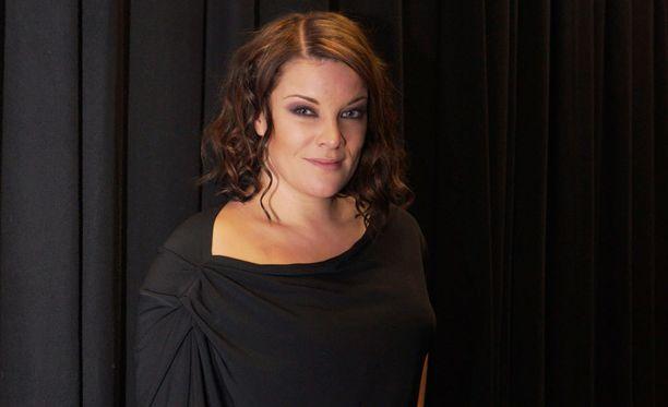 Hanna Pakarinen kertoo Seurassa, että hän kieltäytyi taannoin uuden musiikin tekemisestä ja televisio-ohjelmista julkisuudesta pois vetäydyttyään.