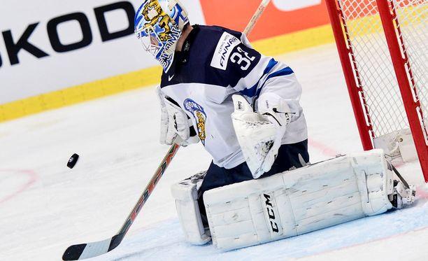 Juuse Saros torjui Suomen maalilla MM-kisoissa.