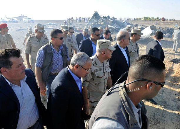 Viranomaiset ja Egyptin armeija vierailivat onnettomuuspaikalla lauantaina.