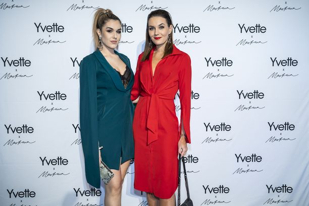 Adriana Gerxhalija ja Michaela Söderholm Yvette x Martina -lanseeraustilaisuuden punaisella matolla.