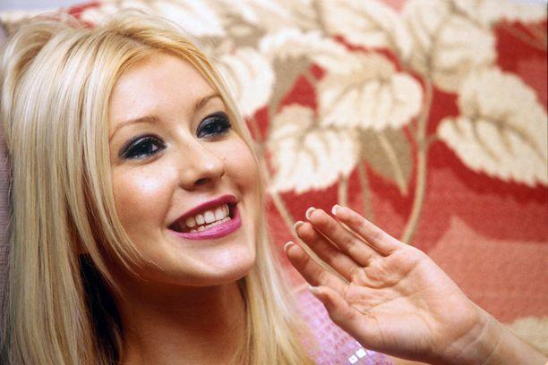 Tällaisena Aguilera tuli julkisuuteen kesällä 1999.