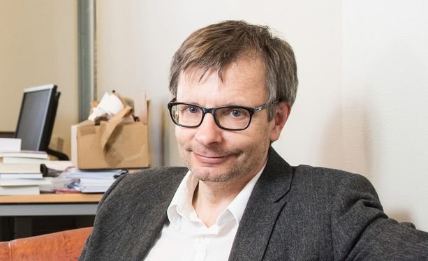 Helsingin yliopiston sosiaalipolitiikan professori Heikki Hiilamo arvelee, että hyvätuloisten lapset nostavat yhä useammin toimeentulotukea.