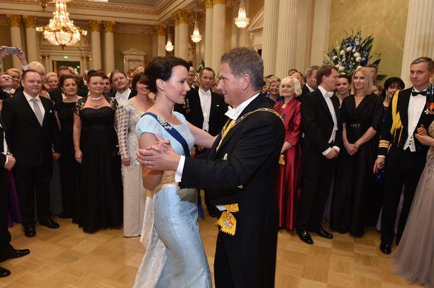 Vuonna 2014 Haukio lumosi presidentti Niinistön kanssa tanssin pyörteissä herkässä vaaleansinisessä iltapuvussa.