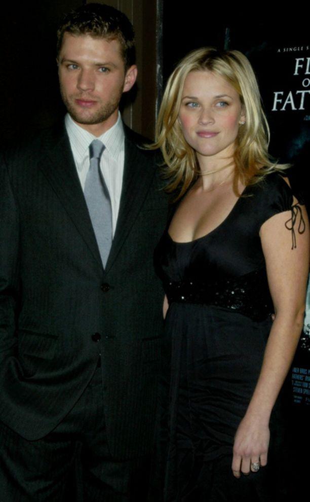 Reese Witherspoonin ja Ryan Phillippen avioero astui virallisesti voimaan kuukausi sitten.