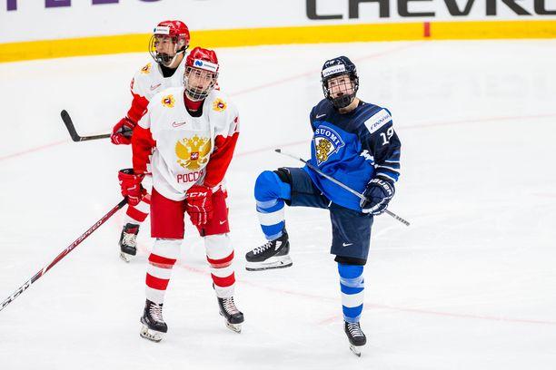 Petra Nieminen huudatti Espoon loppuunmyytyä Metro-areenaa.