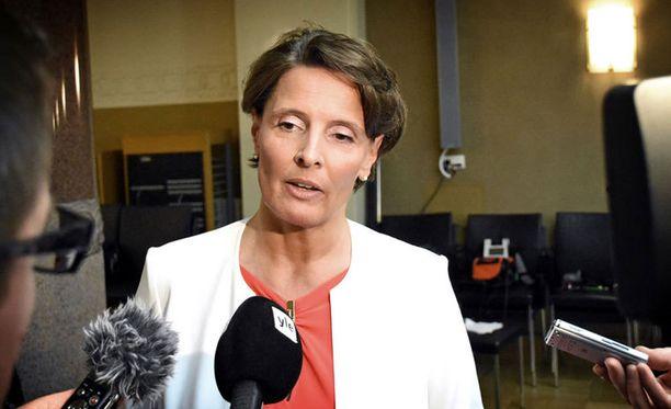 Finavian hallituksen entinen puheenjohtaja syyttää Berneriä painostuksesta ja sanoo ministeriön omistajaohjauksen tulleen suoraan liikenne- ja viestintäministeri Anne Berneriltä.