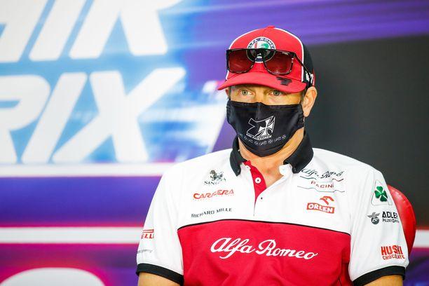 Kimi Räikkönen on parhaillaan työkomennuksella Bahrainissa.