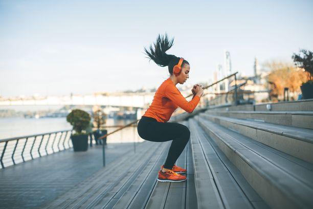 Tärinää ja kipua tuottavat hypyt kannattaa usein selkäkivun alkuvaiheessa unohtaa. Kun pahin kipu hellittää, tuttuihin treenitapoihin voi palata hiljalleen.