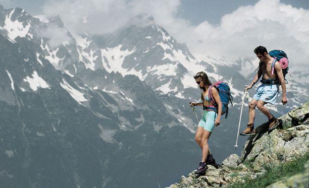 Alpeilla retkeilevien on jatkossa pidettävä ainakin osa vaatteista yllään.