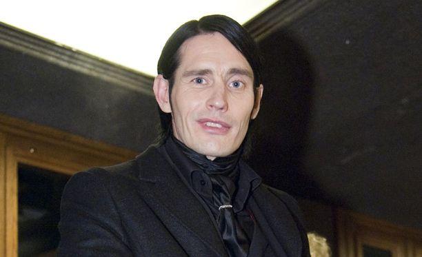 Lauri Tähkä on yksi tähtivalmentajista.