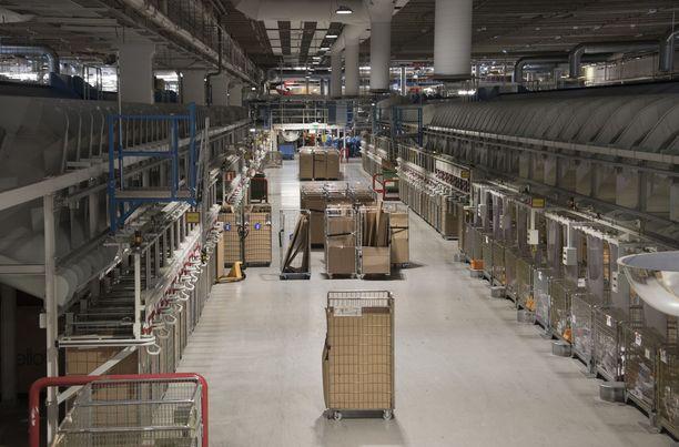 10000 Postin työntekijää ryhtyi maanantaina lakkoon. Arkistokuva Helsingin Ilmalasta.