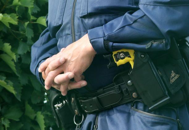 Syyttäjä tutkii poliisin voimankäyttöä ainakin kolmessa tapauksessa lyhyen ajan sisään. Kuvituskuva.