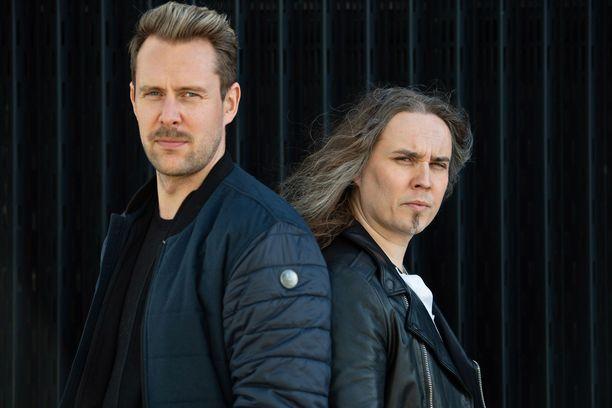 Waltteri Torikka (vas.) ja Jarkko Ahola tutustuivat toisiinsa osallistuessaan samaan aikaan Tähdet, tähdet -ohjelmaan.