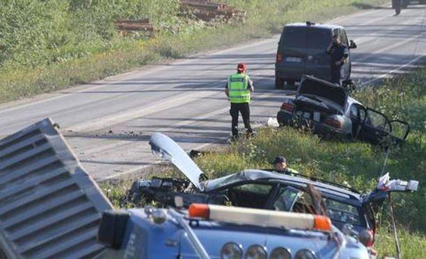Vakava kolari tapahtui Oulussa Alakyläntiellä.