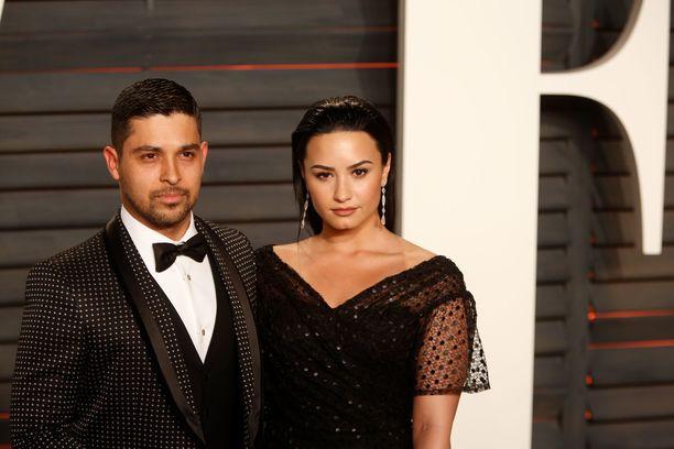 Wilmer Valderrama ja Demi Lovato poseerasivat yhdessä Vanity Fairin Oscar-juhlissa 2016. Samana vuonna he erosivat.