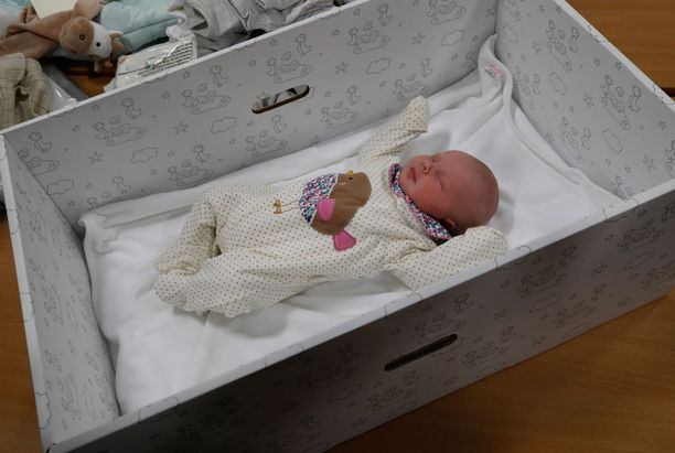 Äitiyspakkausta voi käyttää myös vauvan ensimmäisenä sänkynä.