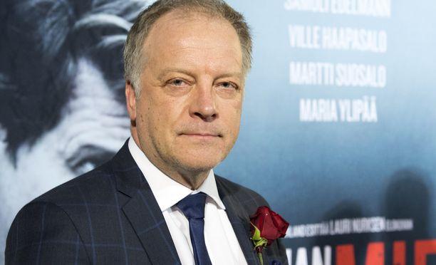 Matti Röngän esikoisromaani oli vuonna 2002 ilmestynyt Tappajan näköinen mies.