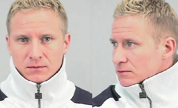 Poliisin mukaan on mahdollista, että Lasse Oksanen on muuttanut ulkonäköään tämän kuvan ottamisen jälkeen. Miehen hiukset voivat esimerkiksi olla eriväriset tai -mittaiset.