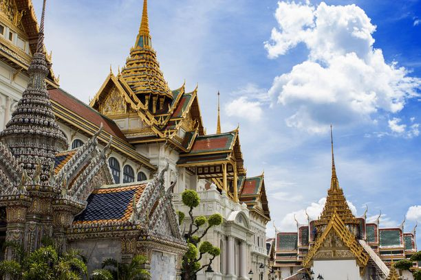 Suurella palatsialueella kannattaa vierailla.