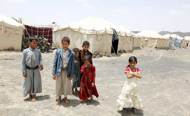 Maan sisällä pakolaisiksi joutuneita jemeniläisiä lapsia itäisessä Maribin provinssissa.