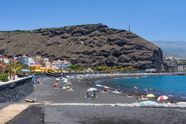 La Palmalla on myös rantoja. Vulkaaninen hiekka tekee niistä mustia.