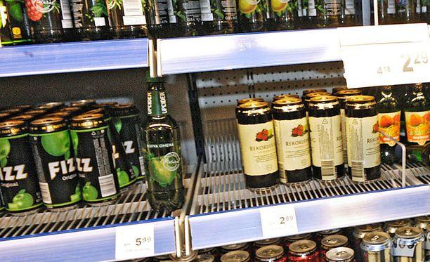 Eduskuntaryhmien johtajilta löytyisi halua höllentää alkoholin myyntiaikoja.