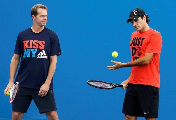 Stefan Edberg (vas.) voitti urallaan kuusi Grand Slam -turnausta. Viime viikot 48-vuotias ruotsalainen on toiminut Roger Federerin valmentajana.