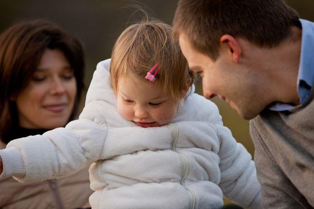 Tutkimuksen mukaan vanhempia uuvuttavat ulkopuolelta tulevat odotukset. Kuvituskuva.