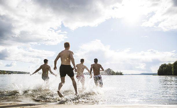 Kesän 2017 lämpöennätys tehtiin Pohjois-Suomessa Utsjoen Kevolla. Kuvituskuvassa nautitaan lämmöstä Tampereella.